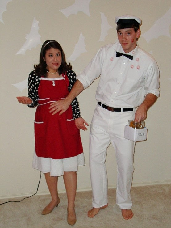 halloween-costume-mom-pregnant-milk-man