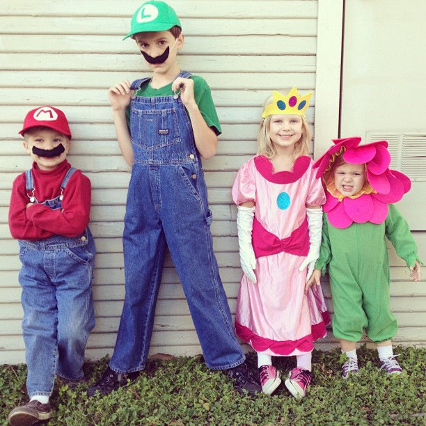 halloween-costumes-kids-group-mario-princess