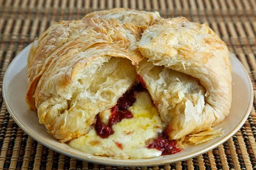 easy-baked-brie-cheese-appetizer-thanksgiving