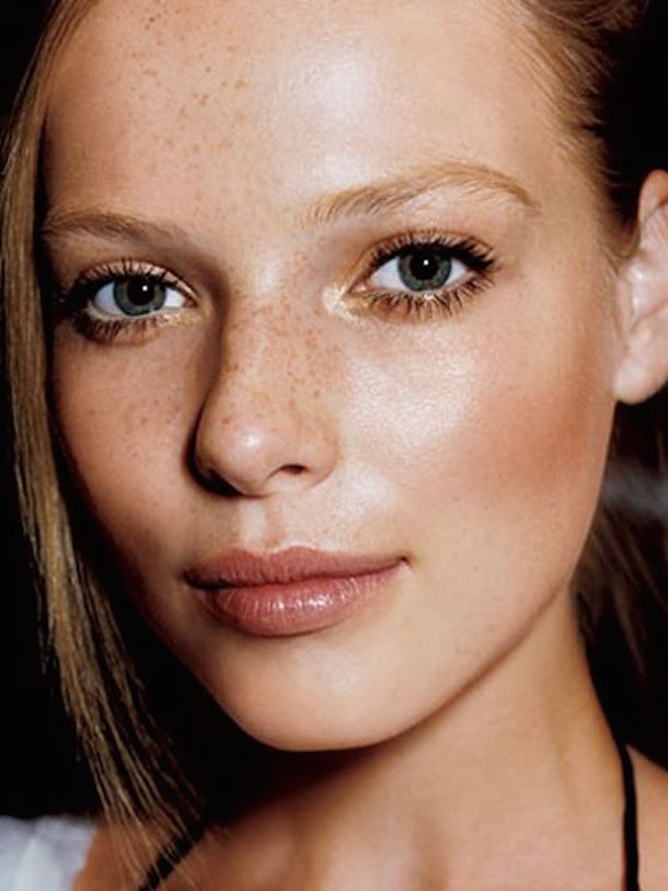 holiday-looks-dewy-skin-makeup