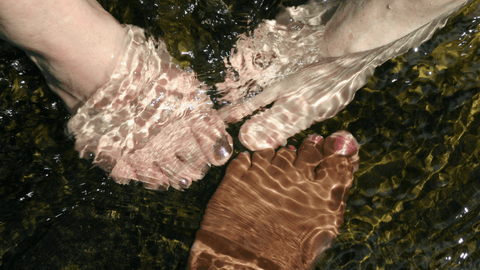 soaked women's feet, homemade foot soak, Swollen foot and ankle pain | The Spoiled Mama, pregnancy skincare