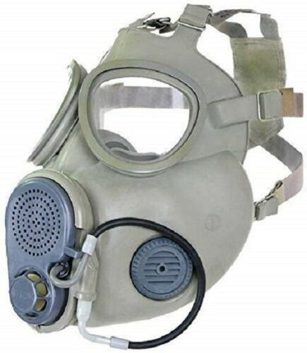 Gas mask with hydration straw