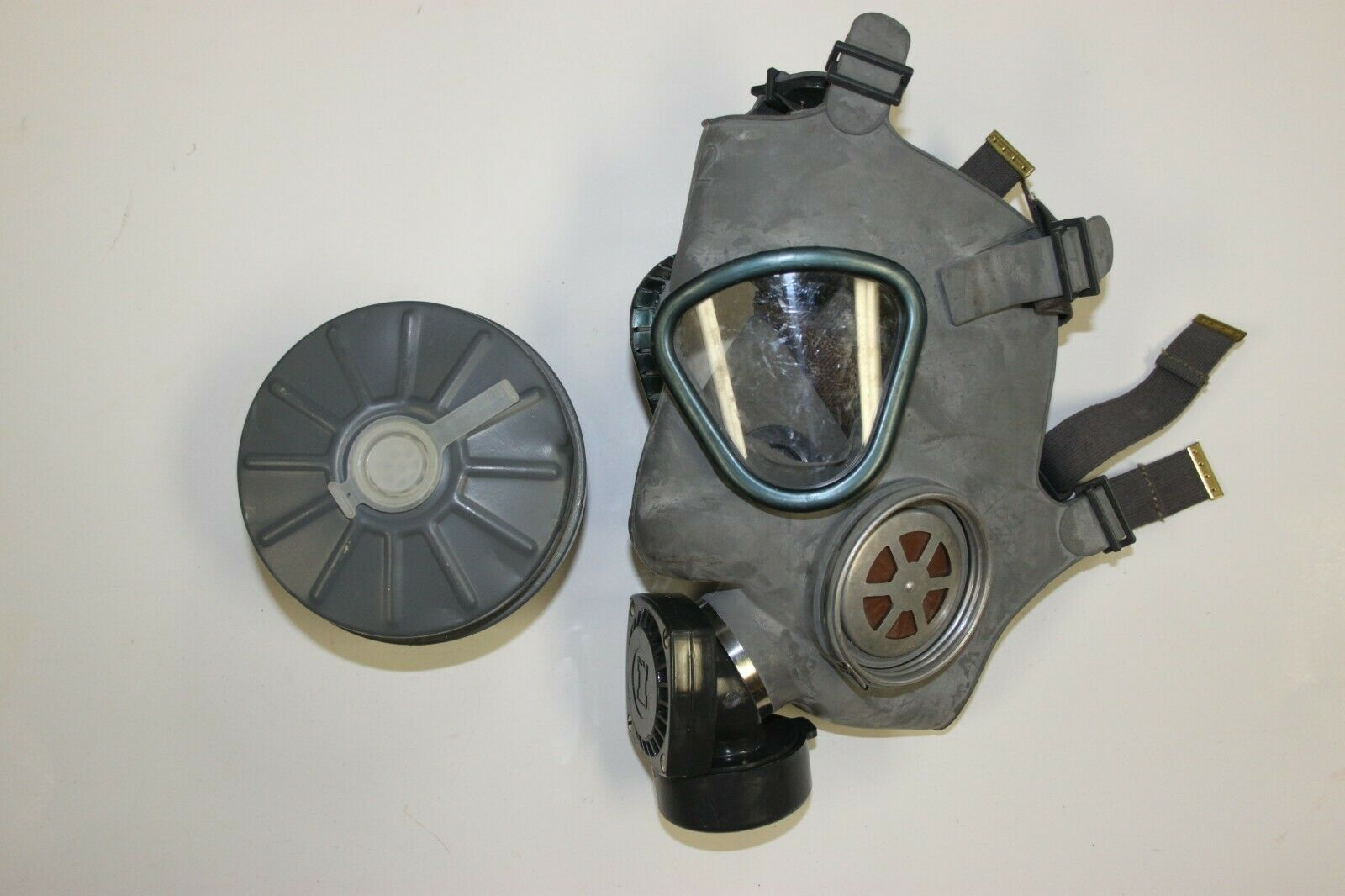 USED Finnish Military M61 Gas Mask Adult NBC w/60MM Filter M9 Style V3 Finland