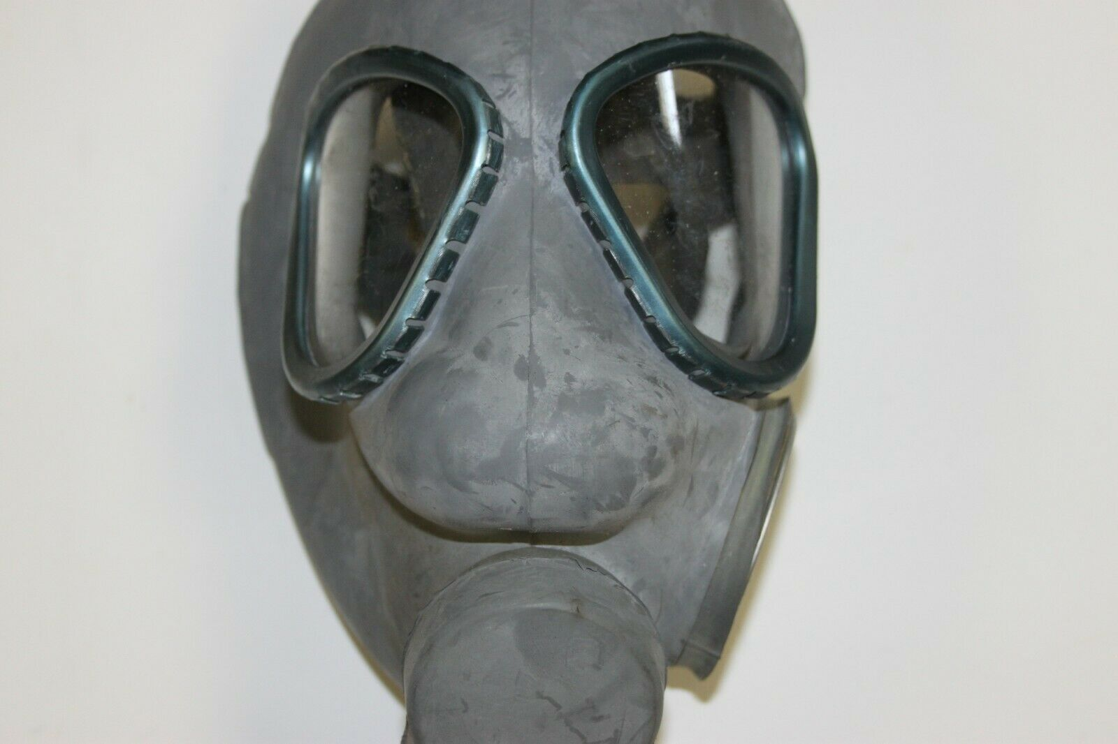 USED Finnish Military M61 Gas Mask NBC w/60MM Filter SUOD 61