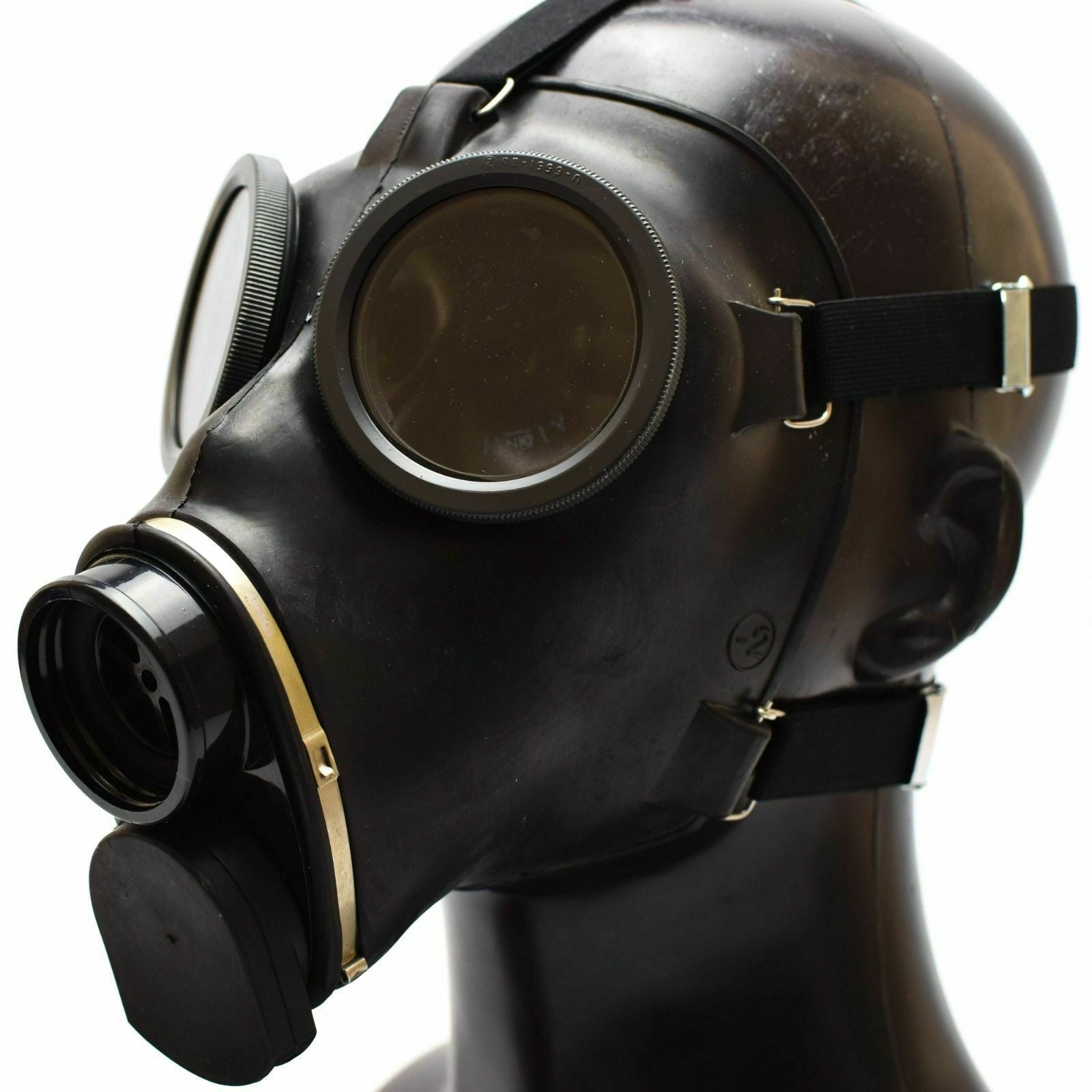 Swiss Army SM-67 Gas Mask  Takes Israeli NATO 40 mm Filter