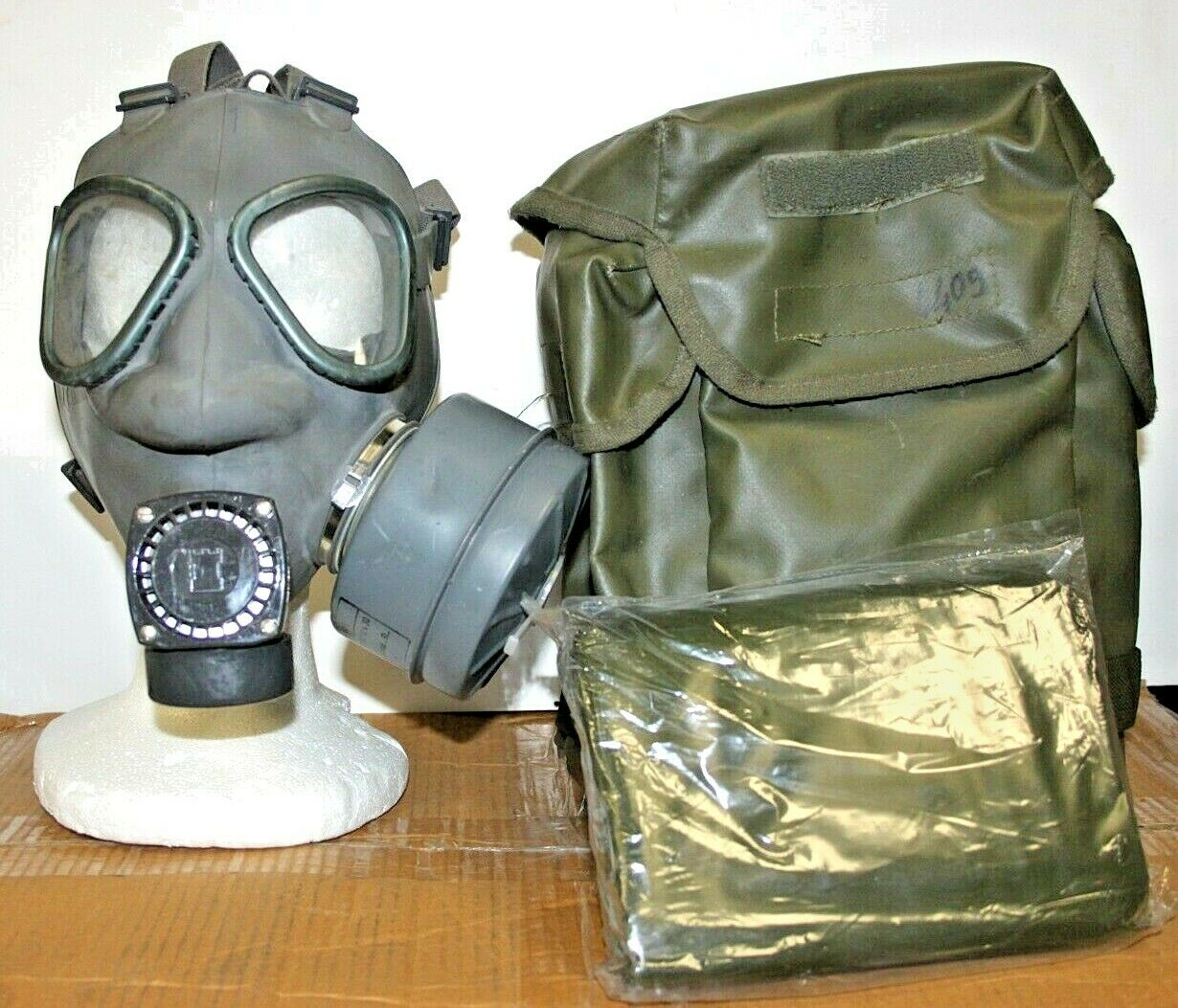USED Finnish Military M61 Gas Mask Full Face Adult w/60MM Filter, Poncho & Bag