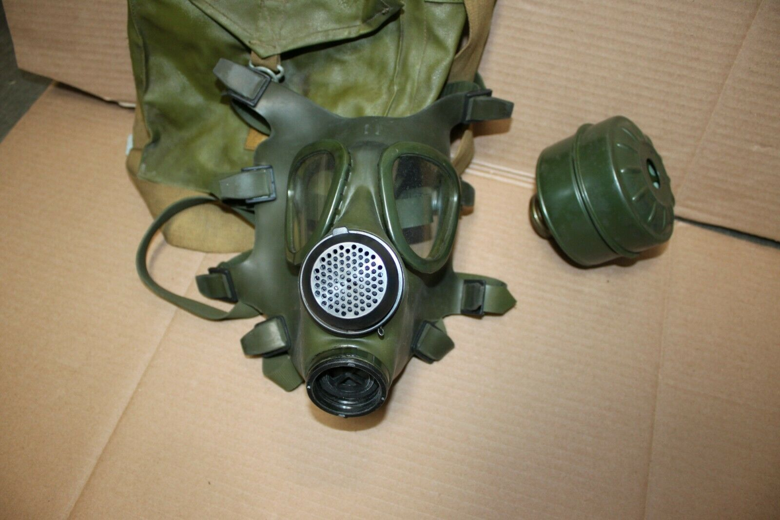 Serbian Military M1 Gas Mask Full Face Adult NBC with 60MM Filter w/ Bag Green