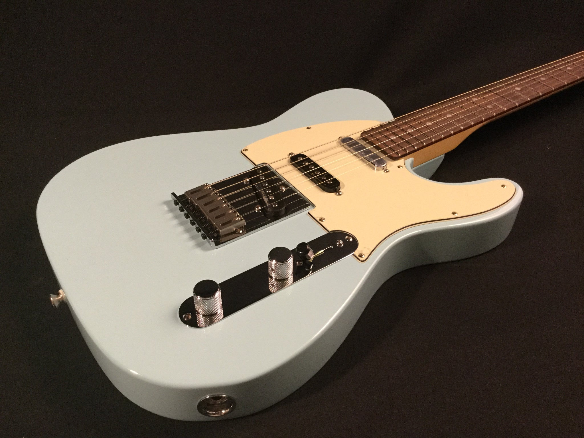 Fender deluxe nashville tele daphne blue with rosewood fender deluxe nashville tele daphne blue with rosewood fingerboard publicscrutiny Image collections