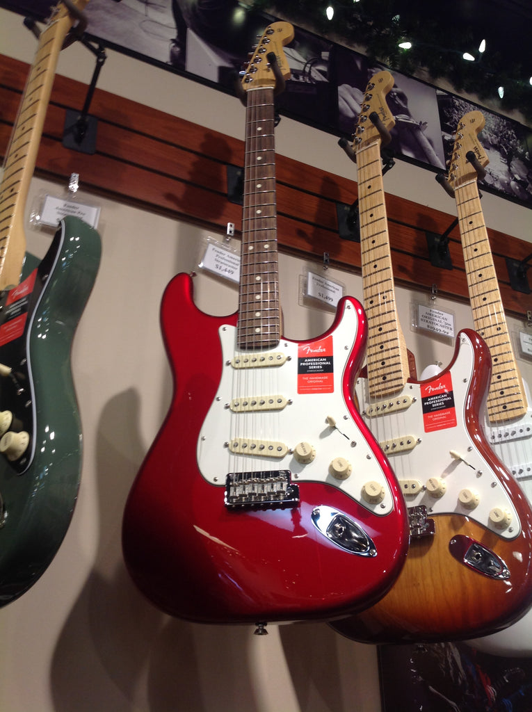 Fender AMERICAN PROFESSIONAL STRATOCASTER® Candy Apple Red