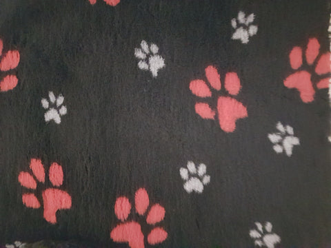 VET BED - RUBBER BACKED - BLACK WITH GREY AND RED PAWS