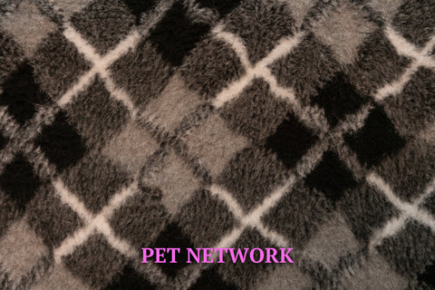 VET BED - RUBBER BACKED - BLACK, GREY AND WHITE DIAMONDS