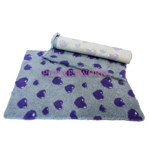 VET BED - RUBBER BACKED - GREY WITH 3D PURPLE HEARTS