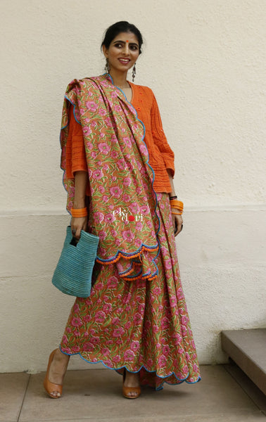 Madhumita Scalloped Cotton Saree : Pink Orange Floral Cotton Saree