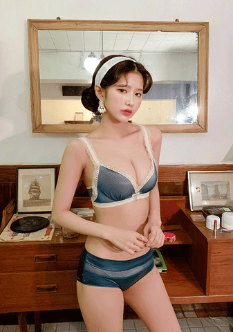 Unique Retro Bra+Pantie Set