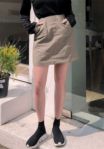 Simple Big Pockets Mini Skirt