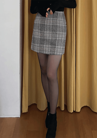 Warm-Hearted Check Mini Skirt
