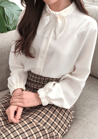 Round Neck Ribbon Blouse