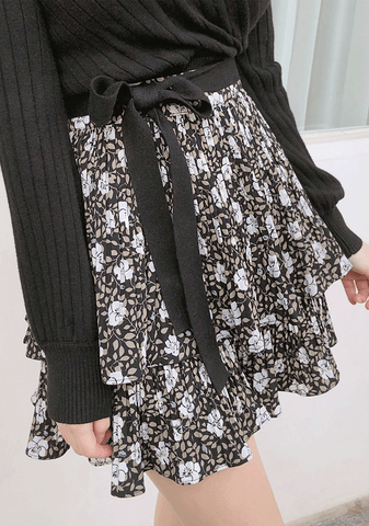 All In Floral Pleated Skirt