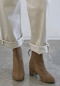 Loa Suede Middle Heeled Boots