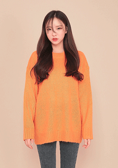 Loose Fit Round Neck Knit