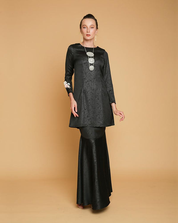 Queen Luxe Kurung Black