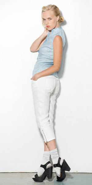 Full back view for the linen pant in the capri cropped length.