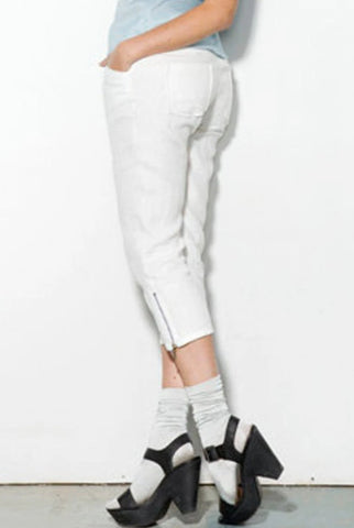 White linen pant back view.