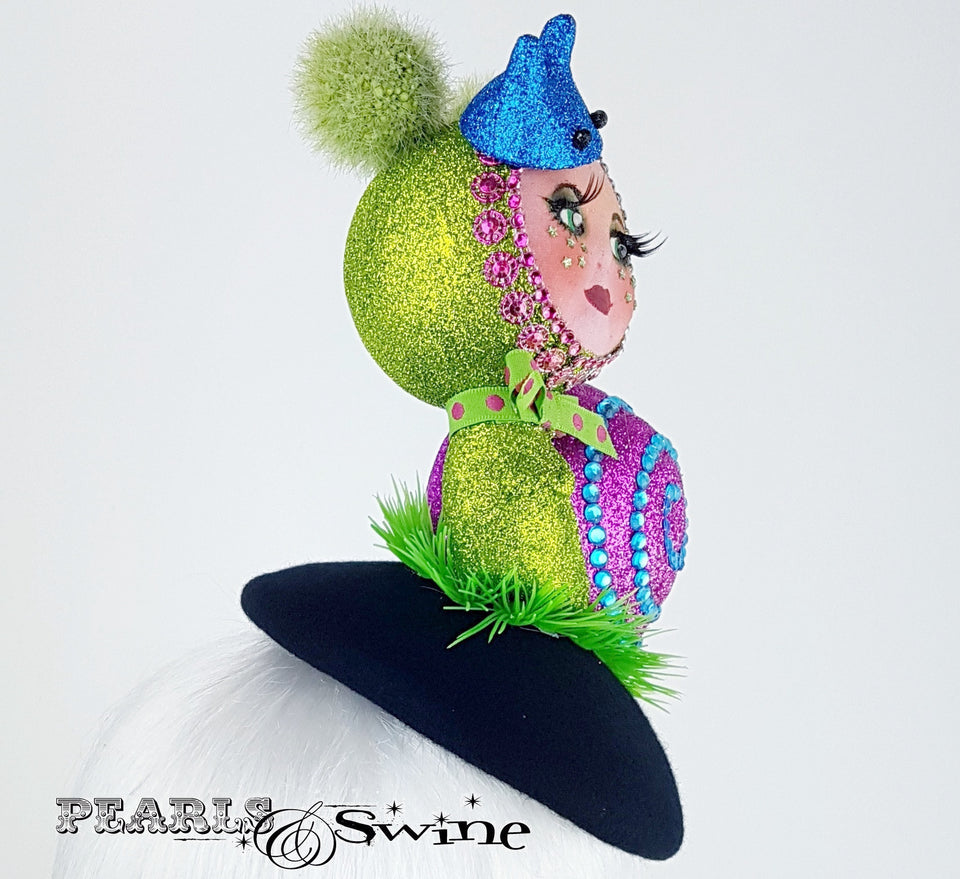 Sparkling doll face snail hat
