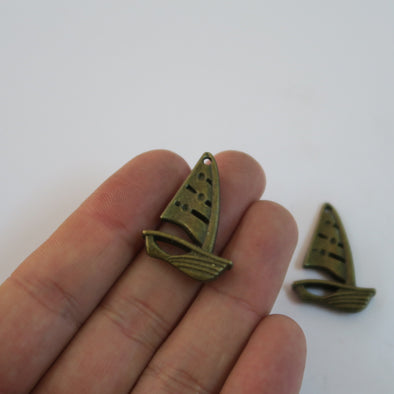10 Pcs Antique Brass sailboat jewelry supplies jewelry finding D-3-201