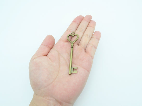 10pcs Antique Brass Key Pendants  jewelry supplies jewelry finding D-3-18