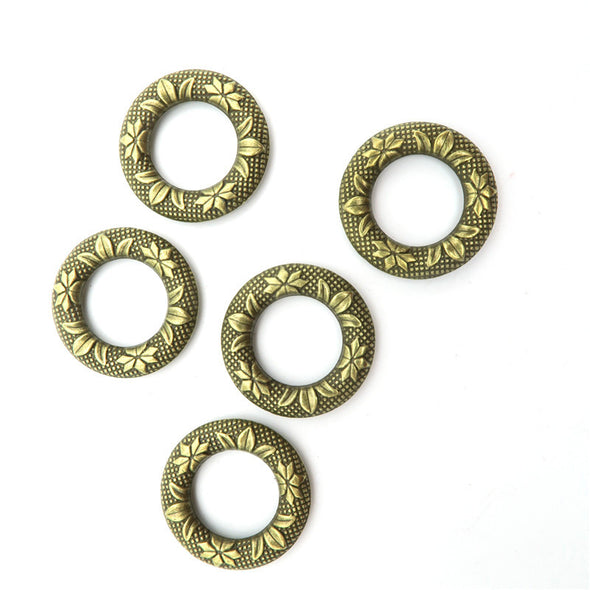 10 Pcs Antique Brass small  Round Flowers pendant  jewelry supplies jewelry finding D-3-36