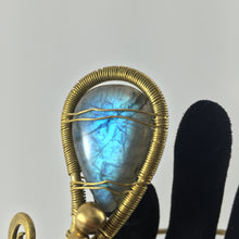 Load image into Gallery viewer, Handcrafted Armlet from Brass wire and Labrodorite stone