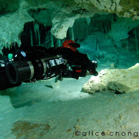 Tom McCarthy diving the Sidemount SF2 Rebreather ©Alice Chong