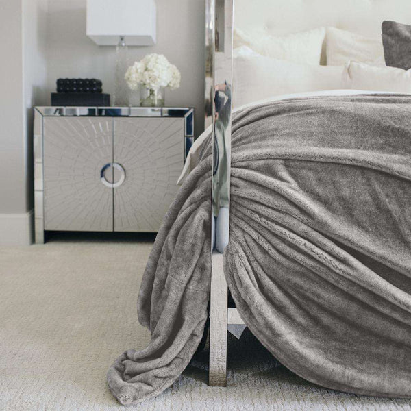 Saranoni Grand Line | Gray Mink Saranoni Grand Faux Fur Blanket