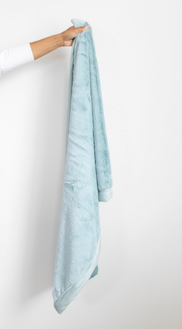 Saranoni Luxury Blanket | Lush in Dew
