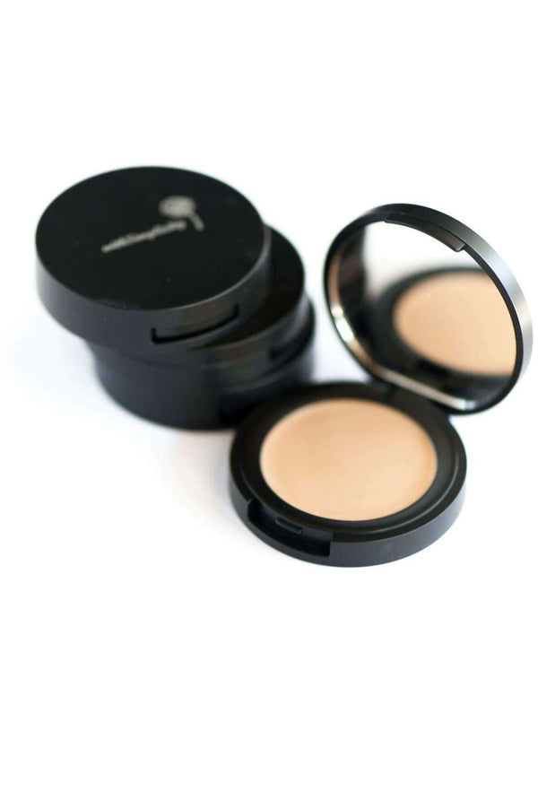 withSimplicity Beauty - Organic Concealer