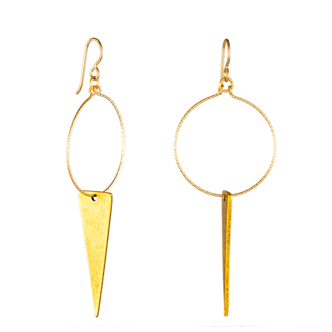 SWINGING ELONGATED TRIANGLE | EARRINGS