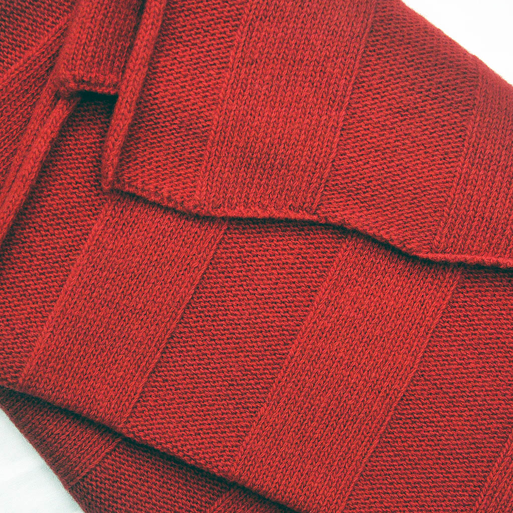 Extra Fine Merino Wide Rib Knit Wool Scarf in Rose Red