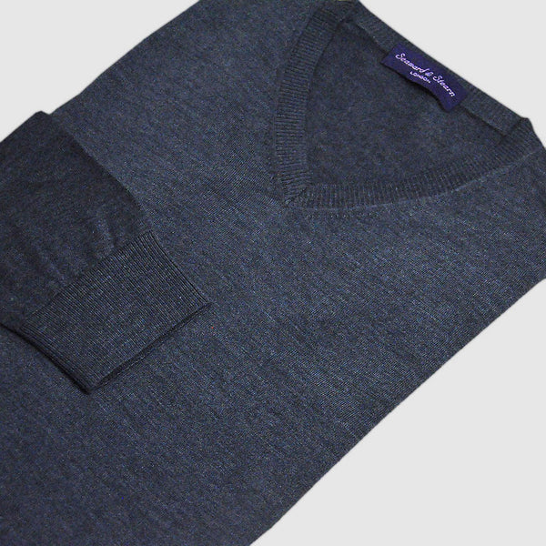 Classic V-Neck in Fine Merino, Silk, Cashmere. Grey