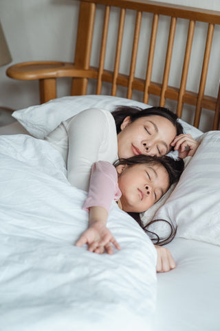 co-sleeping-family-bedroom-furniture-parenting-infants-toddlers-children-bed-cosleeping