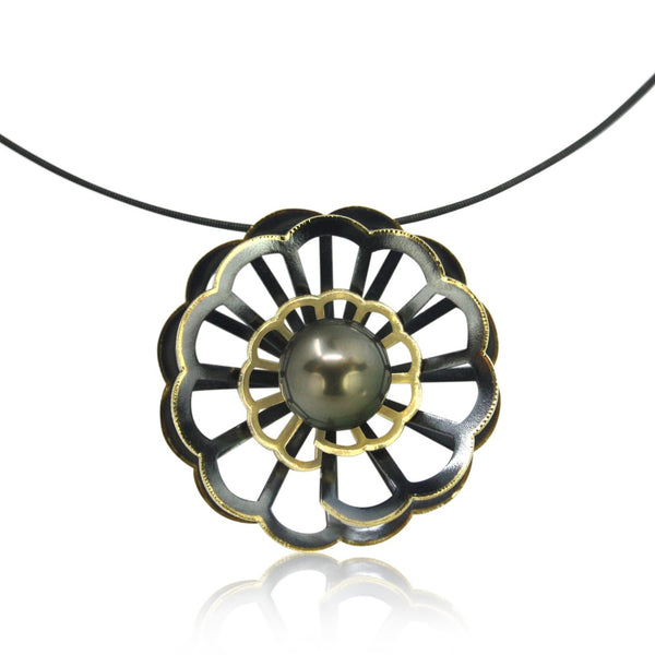 chrysanthemum necklace with black pearl