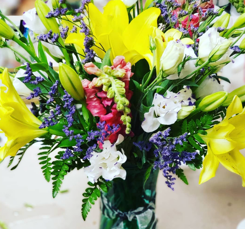 Why Buy Fresh Flowers from a Florist vs. a Grocery Store