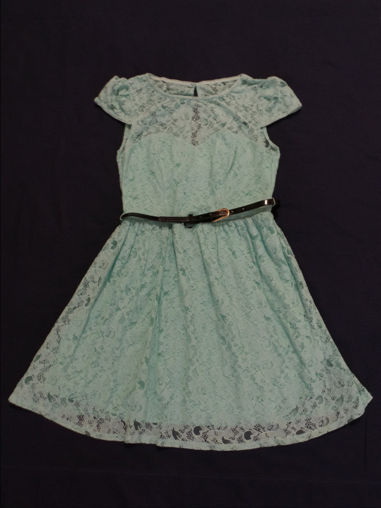 Laced Flowered  Dress with Black Belt - 75% Cotton, 25% Nylon: Size 11
