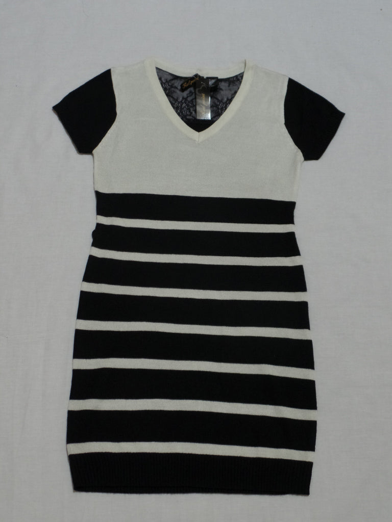 Red Paint Juniors Black and Creme Stripe Dress 85% Acrylic 15% Poly: Size L