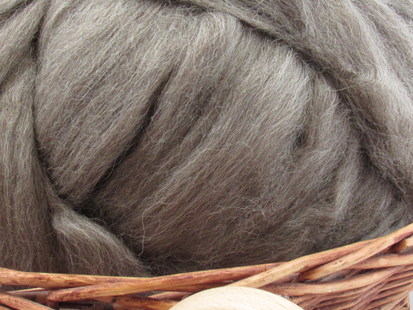 Grey Icelandic Wool Top Roving - Undyed Natural Spinning Fiber / 4oz