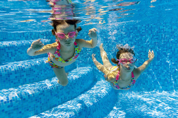 6 games to play with your child while swimming in the pool
