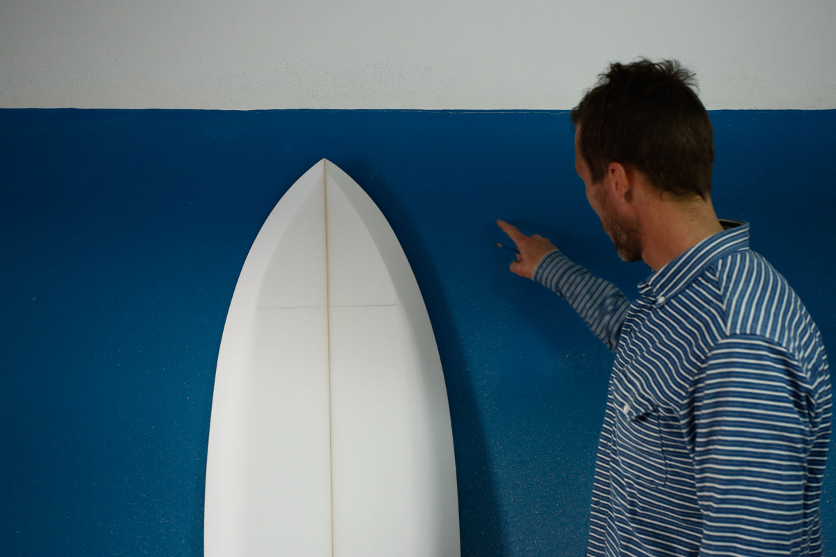 outline and rail shape on a homemade surfboard