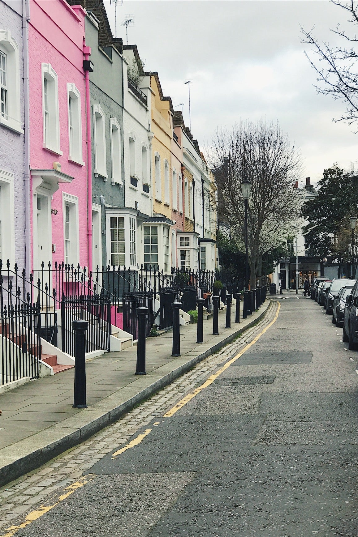 April's walk is a springtime stroll through pretty Chelsea where a fairytale bridge stands in front of one of London's most beautiful rows of houses. Sweet little cottages and old pubs line the streets and the river is only ever a few moments away.