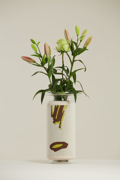 Knitted Vase White Marker
