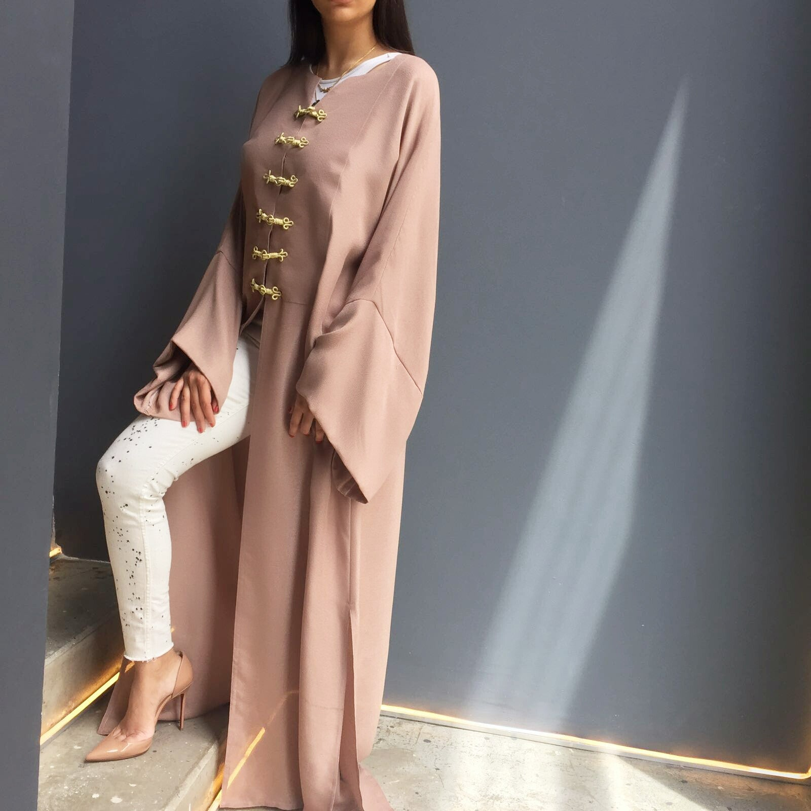 Dusty pink abaya with gold Moroccan button fastening